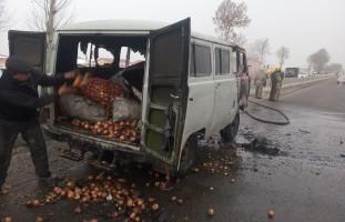 В Джамбае на дороге загорелся автомобиль