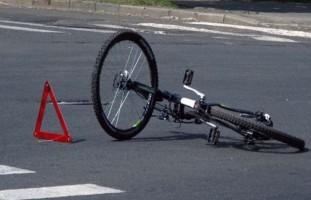 Ургутда ҳайдовчи велосипеддаги ёш болакайни уриб юборди